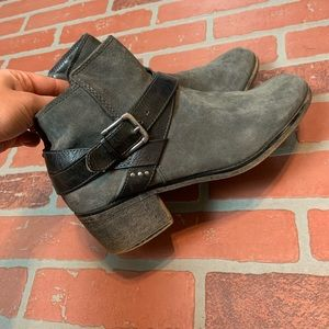 Kohl's Women's 10 Grey Faux Suede Booties Boots